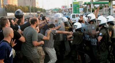 police against Greek steelworkers of Aspropirgos
